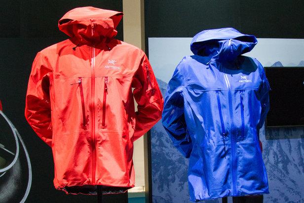 Toto jsou nové lyžařské bundy, kalhoty a trendy v oblečení na zimu 2016/17 ©Skiinfo