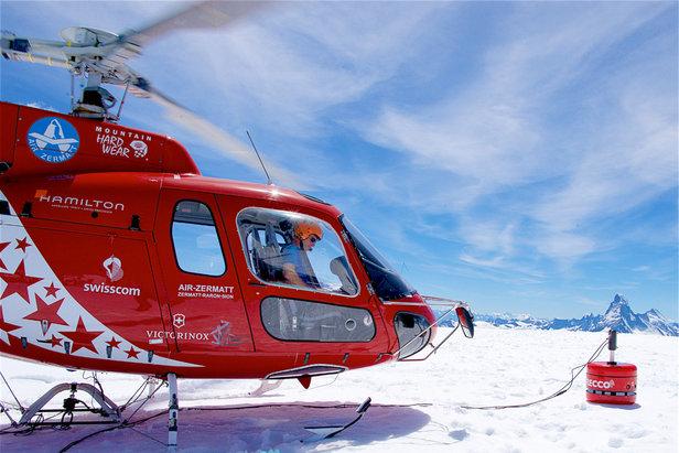 Le nouveau détecteur RECCO SAR autorise désormais la recherche de victimes d'avalanche sur de larges zones par le bais d'un hélicoptère.