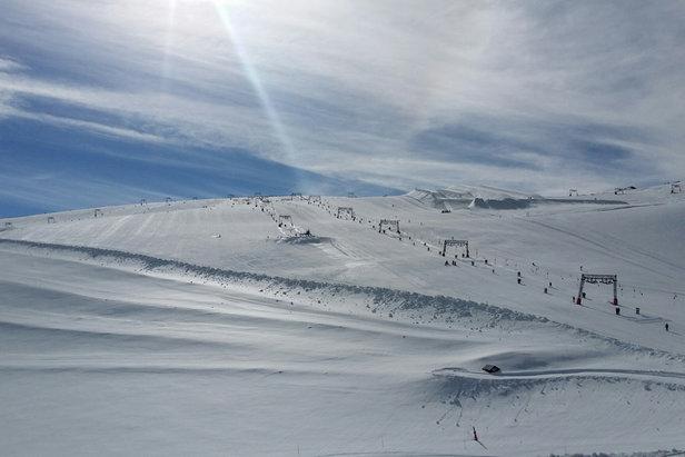 Envie d'un bon bol d'air et de neige fraîche direction Les 2 Alpes avec ce matin une belle couche de neige…
