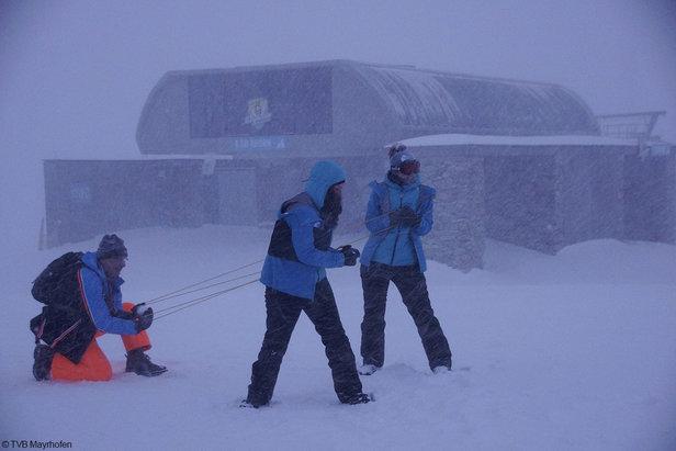 Zabawa śnieżkami przy White Lounge, Mayrhofen  - © TVB Mayrhofen