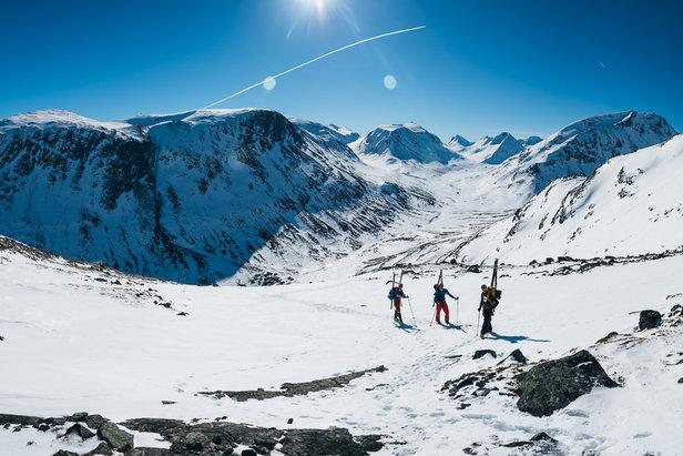Ikke mye å si på verken vær, utsikt eller forhold på det som skulle bli siste dagen på Høgruta for vår del. Nydelig dag og perfekte forhold for å nå toppen av Norge.   - © Tor Berge - Norexplore