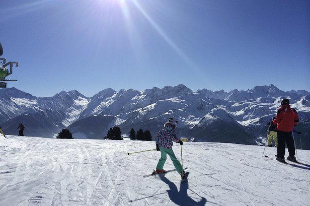 Unser erster Skitag am Ahorn in Mayrhofen: Mit der Familie am Genießerberg im Zillertal ©TVB Mayrhofen/Eva Wilhelmer/Gabi Huber