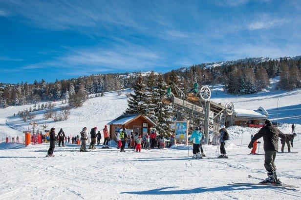 Conditions de ski idéales (neige fraiche et soleil généreux) sur les pistes de Lans en Vercors  - © Office de Tourisme de Lans en Vercors