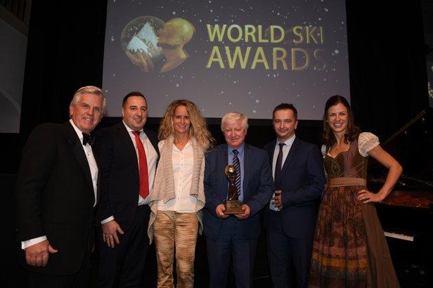 Nagrodę Poland's Best Ski Resort 2016 dla Białki Tatrzańskiej Kotelnicy odbierają (od lewej): kierownik sprzedaży Robert Pęksa, wiceprezes Władysław Piszczek i kierownik marketingu Paweł Nowobilski  - © World Ski Awards 2016