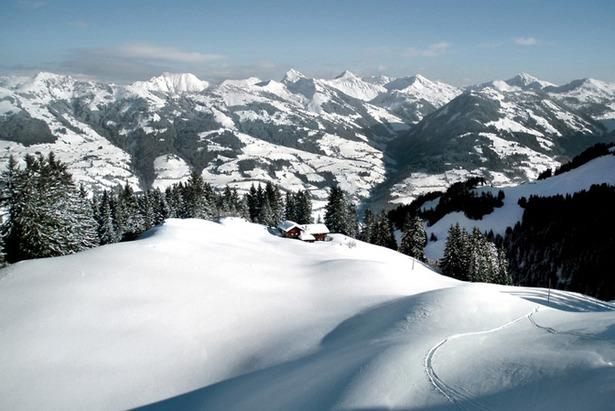 Sonnenskilauf in Kitzbühel: Carving-Vergnügen der Extraklasse
