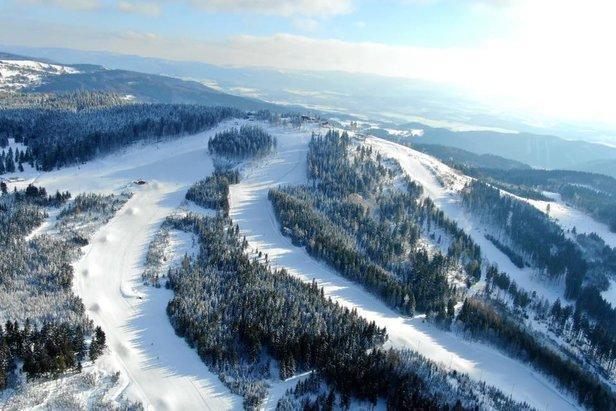 Infografika: Kolik sněhu bylo minulou zimu na českých horáchSkiareál Plešivec facebook