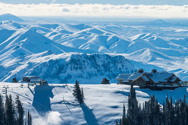 With over 3,400 vertical feet of consistent pitch, 2,000 acres of varied terrain, 80 acres of powdery tree skiing, year-round sunny skies and virtually no lift lines, Sun Valley is the ultimate winter destination.