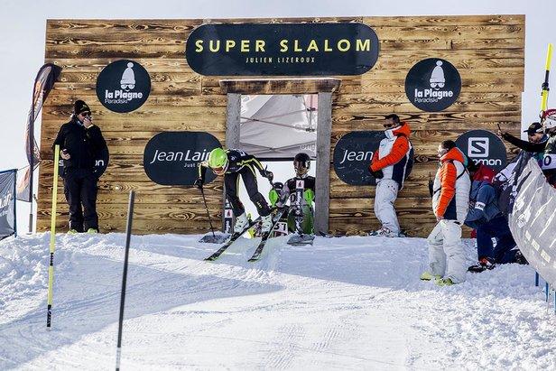 Le Super Slalom Julien Lizeroux : •Le slalom le plus long du monde : 4 km, soit un aller/retour sur les Champs Elysées, jambes fléchies, en 4 min 12 sec pour le plus rapide, 10 min pour le moins rapide & 400 participants au total...