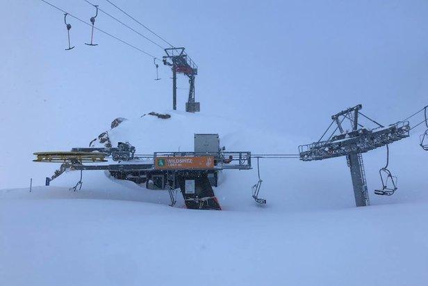 Raport narciarski: Śnieżyce nie ustają! Sytuacja w ośrodkach miejscami dramatyczna!Facebook Stubaier Gletscher