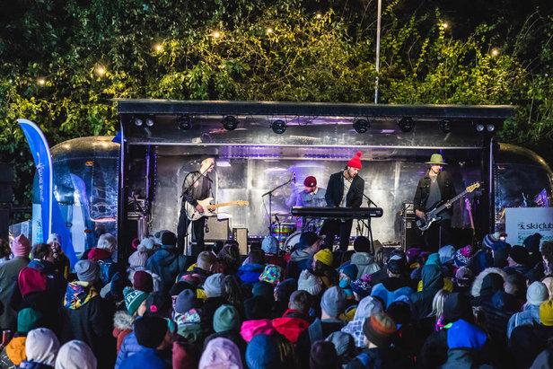 Lively apres scene at the Ski & Snowboard Festival  - © Ski & Snowboard Festival