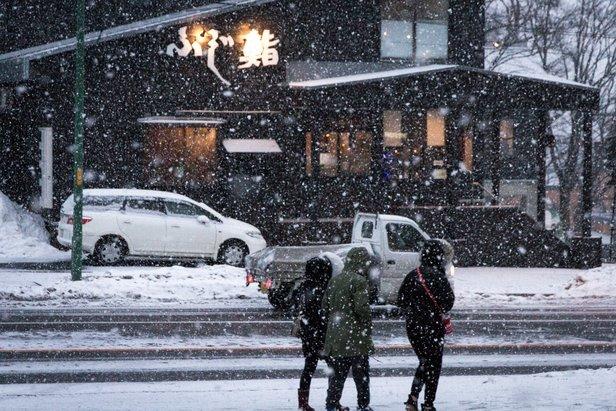 Las calles invernales de la zona. La ciudad ha calentado una de sus calles principales y tiene un equipo de limpieza de nieve muy moderno y eficiente.   - © Frederick Wallace