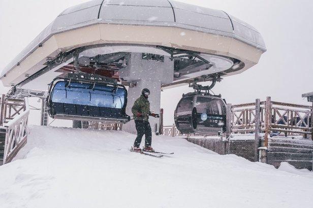 Covid-19: Lyžování v Polsku povolenoZieleniec Ski Arena