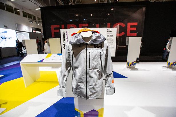Wurde für die nachhaltige Produktion mit einem Gold-Award ausgezeichnet: Helly Hansen mit der beeindruckenden Elevation Infinity Shell Jacket  - © Skiinfo