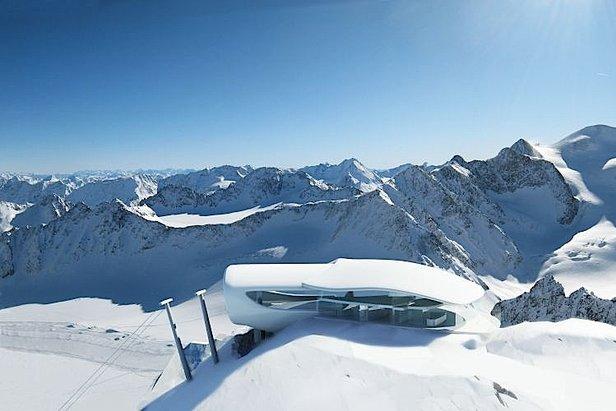 Snehové správy: Husté sneženie v Alpách otvára zimnú sezónu na rakúskych ľadovcoch