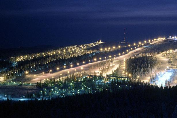 Noční záběry z laponského střediska Ruka  - © Ruka