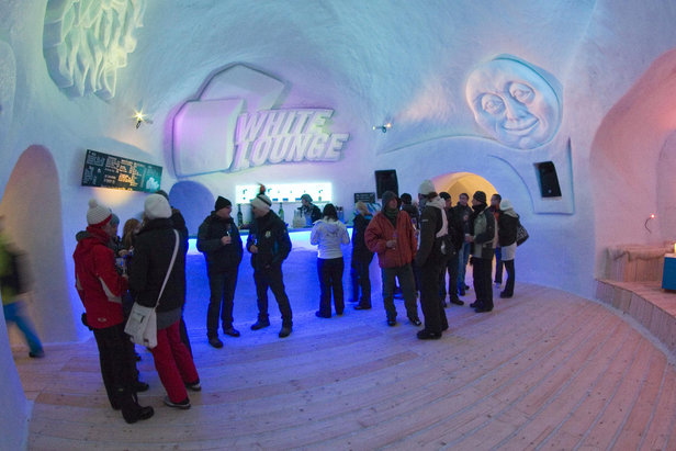 Chillout at the White Lounge Bar in Mayrhofen, Austria  - © Mayrhofen.at