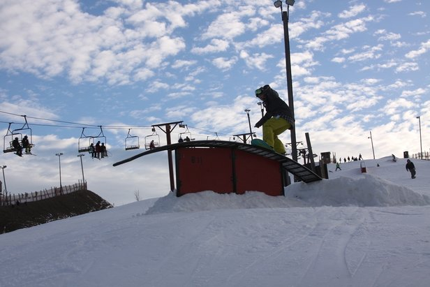 Today, Wilmot Mountain offers 25 trails, four terrain parks, a ski and snowboard school, a ski racing program and a tubing hill with an impressive 23 lanes.  - © Wilmot Mountain