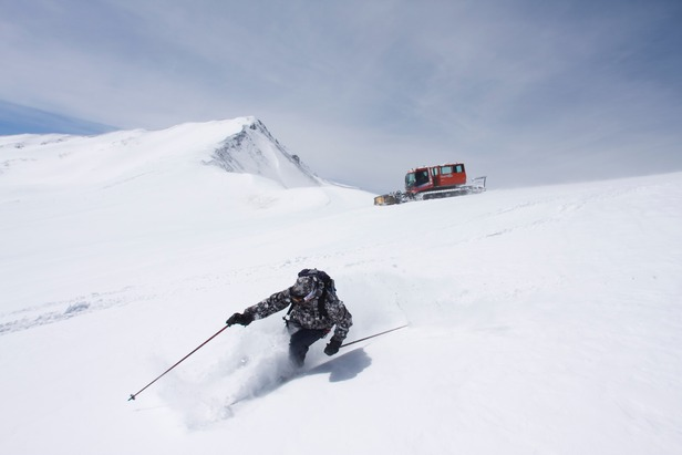 OTS Heli/Cat Guide: Cat Skiing Adventures Right from the Resort
