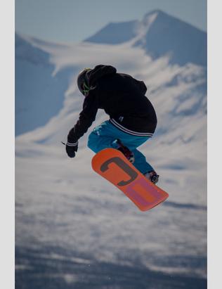 Nyt vårværet med ski på bena ©Målselv Fjellandsby