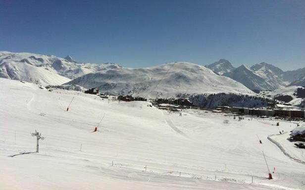 Excellentes conditions d'enneigement à l'Alpe d'Huez en cette fin de saison...
