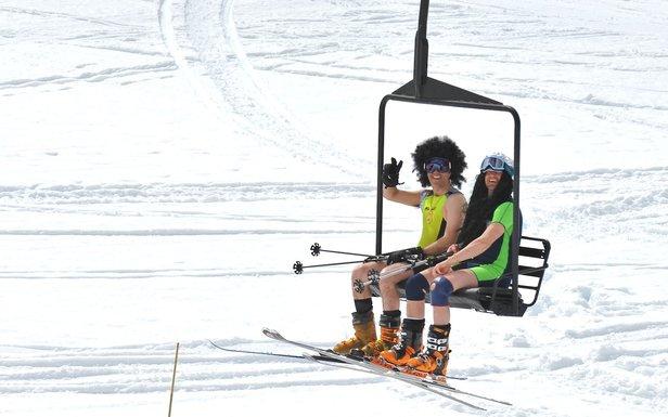 Derniers instants de glisse et de détente sur les pistes de ski avant la fermeture des stations...