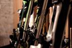 Materialpflege: So lagert ihr eure Skier über den Sommer richtig ein ©Skiinfo
