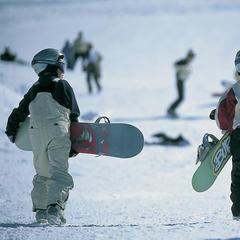 Young boarders in La Clusaz.  - © La Clusaz