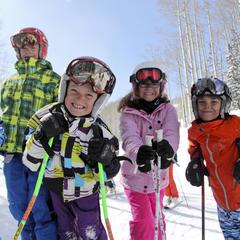 Děti si pohyb na sněhu užívají s úsměvem - © Deer Valley Resort