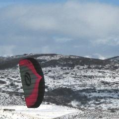 Snowkitting - spojení plachtění s lyžováním