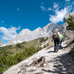 Wanderer am Dachstein - ©bergleben.de / Matteo Gariglio