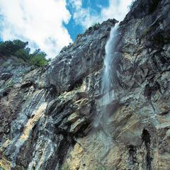 Der Schleierwasserfall ist eine der Attraktionen auf Etappe 1. - © Tirol Werbung/Klaus Kranebitter