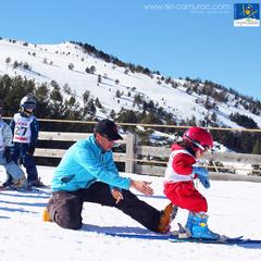 Le printemps, la saison idéale pour débuter en ski - ©Sylvain Dossin / Station de ski de CAMURAC