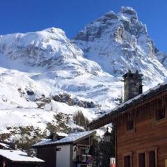 Cervinia umožňuje lyžování dlouho po skončení zimy - tenhle obrázek je z května. - © Breuil-Cervinia Valtournenche Facebook