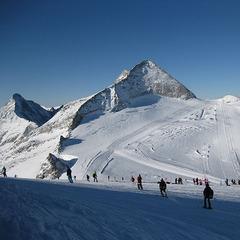 Skiopening am Hintertuxer Gletscher: Pulverschnee zu den ersten Schwüngen - ©Markus Hahn