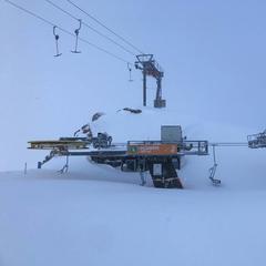 Wyciąg pod śniegiem na lodowcu Stubai - © Facebook Stubaier Gletscher