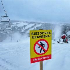 Skiareály zůstávají i nadále zavřené (ilustrační foto) - © facebook | Benecko - Vzdušné lázně v Krkonoších
