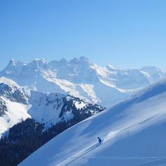Skiing down to Châtel in the Portes du Soleil, France - © Vincent Thiébaut - Châtel Tourisme