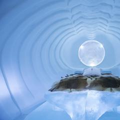 Blue Marine v Ice hoteli - © Paulina Holmgren/William Blomstrand/Andrew Winch/Ice Hotel