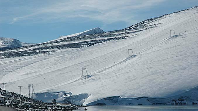 Juvass - Galdhopiggen summer ski 677pxundefined